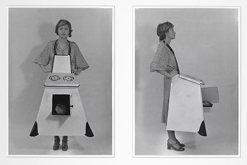 Birgit Jürgenssen. Hausfrauen - Küchenschürze. 1975